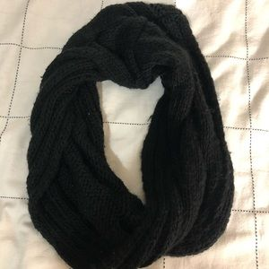 H&M Black Quilted Infinity Scarf